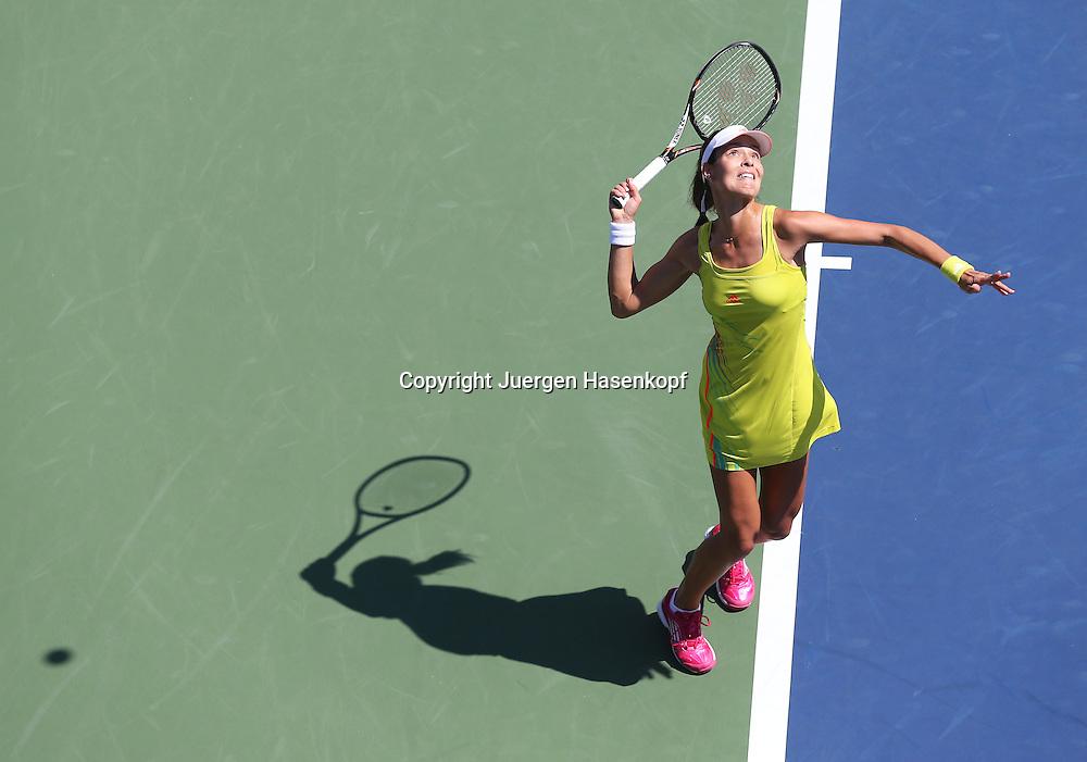 US Open 2012, USTA Billie Jean King National Tennis Center, Flushing Meadows, New York,.ITF Grand Slam Tennis Tournament,.Ana Ivanovic (SRB),Aufschlag,Aktion,Einzelbild,Ganzkoerper,.Querformat,Schatten, von oben,