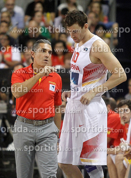 25.08.2015, Palacio de los Deportes de La Rioja, Logrono, ESP, Basketball Testspiel, Spanien vs Mazedonien, im Bild Spain's coach Sergio Scariolo (l) and Victor Claver // during a International Basketball Friendly Match between Spain and Macedonia at the Palacio de los Deportes de La Rioja in Logrono, Spain on 2015/08/25. EXPA Pictures &copy; 2015, PhotoCredit: EXPA/ Alterphotos/ Acero<br /> <br /> *****ATTENTION - OUT of ESP, SUI*****