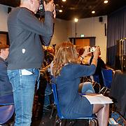 """NLD/Noordwijk/20180423 - Perslancering: """"Wubbo's last words: Save the Earth"""", fotograaf tegen journalist die fotografeert"""