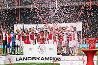 AMSTERDAM , 02-05-2012 Eredivisie Voetbal, Stadion Arena Seizoen 2011 / 2012 . Kampioenswedstrijd Ajax - VVV 2-0. De kampioensschaal wordt uitgereikt voor het 31ste kampioenschap.