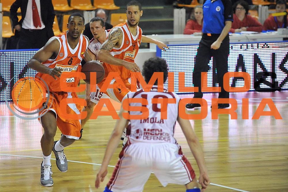 DESCRIZIONE : Udine Lega A2 2010-11 Snaidero Udine Aget Imola<br /> GIOCATORE : Clint Cotis Harrison<br /> SQUADRA : Snaidero Udine <br /> EVENTO : Campionato Lega A2 2010-2011<br /> GARA : Snaidero Udine Aget Imola<br /> DATA : 03/04/2011<br /> CATEGORIA : Palleggio<br /> SPORT : Pallacanestro <br /> AUTORE : Agenzia Ciamillo-Castoria/S.Ferraro<br /> Galleria : Lega Basket A2 2010-2011 <br /> Fotonotizia : Udine Lega A2 2010-11 Snaidero Udine Aget Imola<br /> Predefinita :