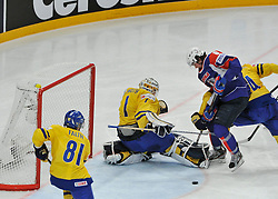 11.05.2013, Globe Arena, Stockholm, SWE, IIHF, Eishockey WM, Schweden vs Slowenien, im Bild Sverige Sweden 1 Goalkeeper Jhonas Enroth Slovenia (Slovenien) 8 Ziga Jeglic // during the IIHF Icehockey World Championship Game between Sweden and Slovenia at the Ericsson Globe, Stockholm, Sweden on 2013/05/11. EXPA Pictures © 2013, PhotoCredit: EXPA/ PicAgency Skycam/ Simone Syversson..***** ATTENTION - OUT OF SWE *****