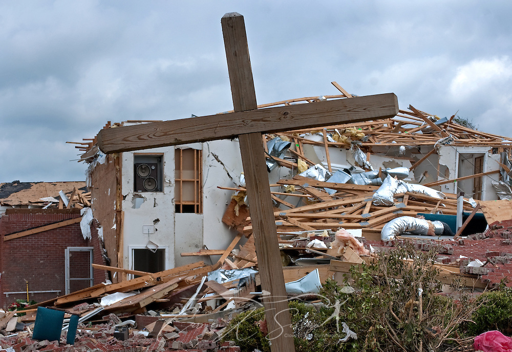 A wooden cross stands in front of the ruins of Smithville Baptist Church May 1, 2011 in Smithville, Miss. Sixteen people died when an EF5 tornado struck the town on April 27, 2011. (Photo by Carmen K. Sisson/Cloudybright)