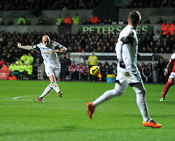 Swansea City's Jonjo Shelvey shoots at goal. - Photo mandatory by-line: Alex James/JMP - Tel: Mobile: 07966 386802 28/01/2014 - SPORT - FOOTBALL - Liberty Stadium - Swansea - Swansea City v Fulham - Barclays Premier League
