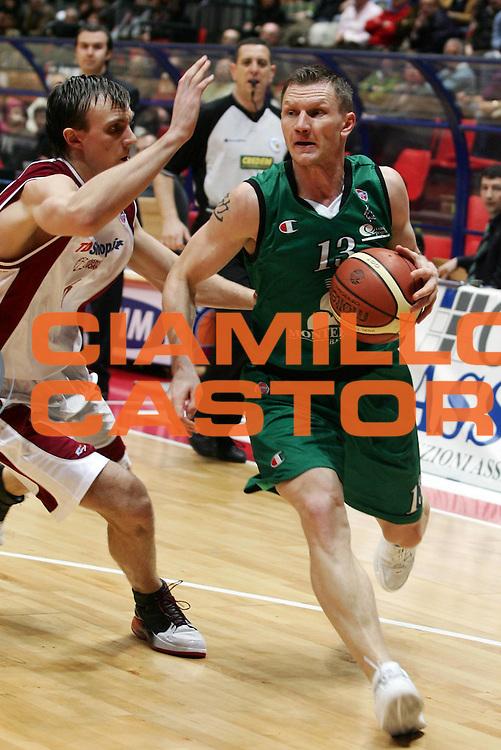 DESCRIZIONE : Livorno Lega A1 2006-07 TDShop.it Livorno Montepaschi Siena <br /> GIOCATORE : Kaukenas <br /> SQUADRA : Montepaschi Siena <br /> EVENTO : Campionato Lega A1 2006-2007 <br /> GARA : TDShop.it Livorno Montepaschi Siena <br /> DATA : 25/03/2007 <br /> CATEGORIA : Penetrazione <br /> SPORT : Pallacanestro <br /> AUTORE : Agenzia Ciamillo-Castoria/P.Lazzeroni