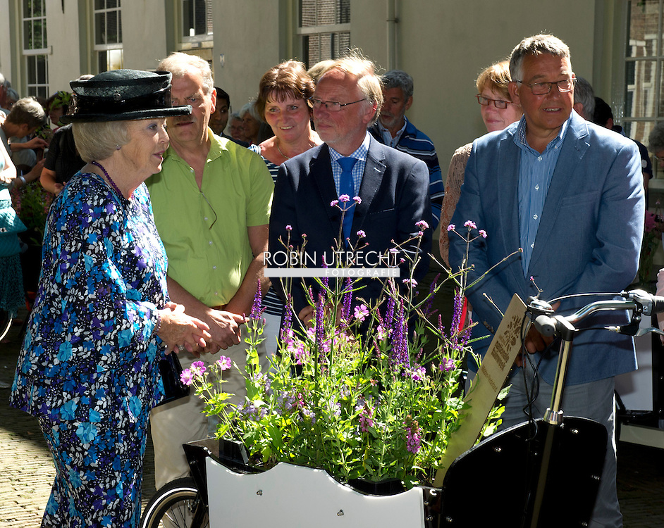 11-06-2014 Delft Princess Beatrix at the start of the national garden week at the St. Agathaplein in Delft.<br /> The 1st national garden week is an initiative of the Groei &amp; Bloei association.  COPYRIGHT ROBIN UTRECHT
