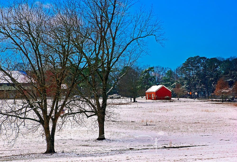 A red barn in the snow offers a postcard perfect picture during a rare snowfall in Tuscaloosa, Alabama Feb. 28, 2009. (Photo by Carmen K. Sisson/Cloudybright)