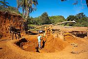 Prados_MG, Brasil...Producao artesanal de tijolos de adobe em Prados, Minas Gerais...The brick production in Prados, Minas Gerais...Foto: LEO DRUMOND / NITRO