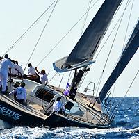 VOILES DE ST TROPEZ 2016 /// TOO BIG TO FAIL //<br /> Toujours un peu plus venté, toujours un peu plus fort <br /> Avec 12 à 15 noeuds de vent de secteur sud ouest les 16 Wally sont partis toutes voiles dehors pour un départ sous black flag ,un spectacle magnifique , une somptueuse journee .<br /> Pilote // Benoit Papuchon . C'est en 1994 que l'aventure Wally débute à Monaco, quand l'homme d'affaires italien Luca Bassani lance son premier voilier haut de gamme, qui se distingue par son design, son luxe et ses aptitudes en course inshore