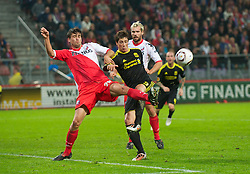 UTRECHT, THE NETHERLANDS - Thursday, September 30, 2010: Liverpool's Fernando Torres is blocked by FC Utrecht's Jan Wuytens during the UEFA Europa League Group K match at the Stadion Galgenwaard. (Photo by David Rawcliffe/Propaganda)