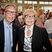 NLD/Huizen/20110429 - Lintjesregen 2011, Ouders Linda de Mol