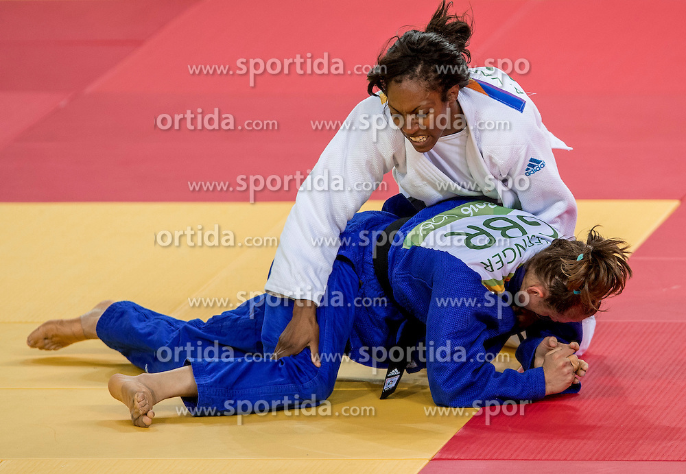 09-08-2016 BRA: Olympic Games day 4, Rio de Janeiro<br /> In de klasse tot -63 kilogram wint Anika van Emden in de tweede ronde van de Engelse Alice Schlesinger.<br /> Photo by Ronald Hoogendoorn / Sportida
