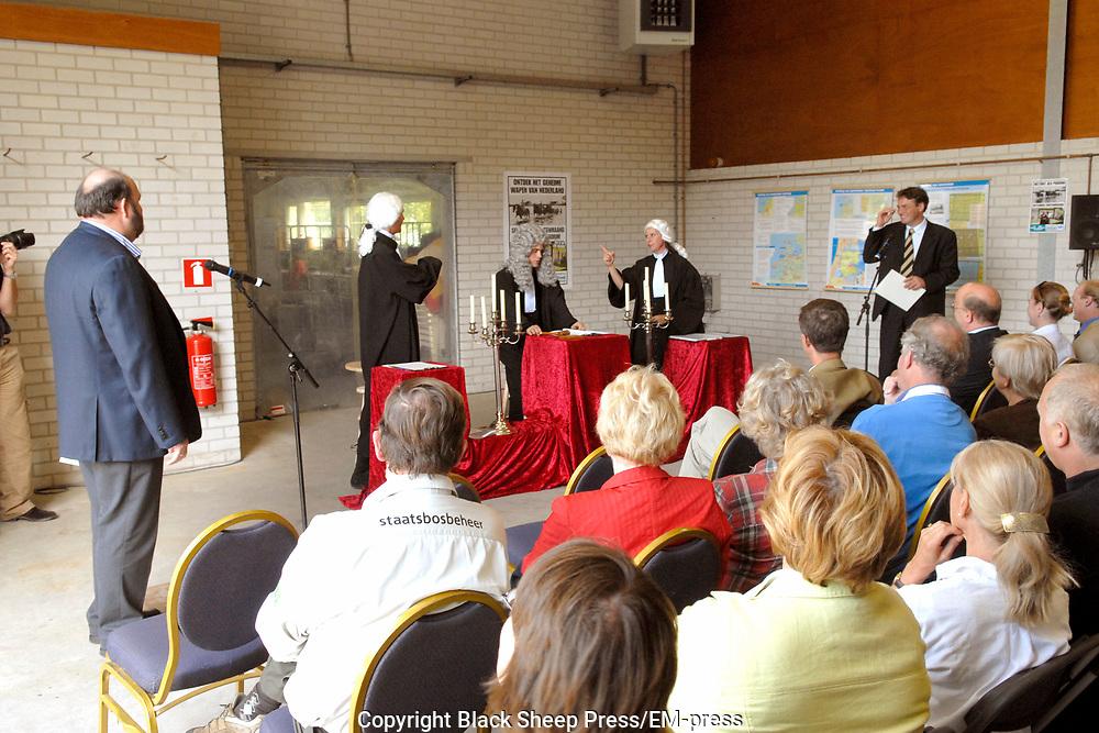 Opening Forten en Stellingenmaand in Fort Uitermeer in Weesp. Opening of the month of the dutch fortress in fortress Uitermeer in Weesp.<br /> <br /> Op de foto - On the photo;<br /> <br /> <br /> <br />  Het locatietheater waar een rechtbank de voor en tegens van het behoud van forten en stellingen in nederland.  / Asmall play concerning the preservation of the dutch fortresses.