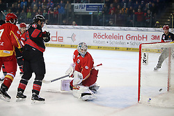 04.01.2015, Arena Nuernberger Versicherung, Nuernberg, GER, DEL, Thomas Sabo Ice Tigers Nuernberg vs Duesseldorfer EG, 35. Runde, im Bild Das 3:0 durch Trikotnr.: 33 Fredrik Eriksson - Ice Tigers Nuernberg - Torh??ter Trikotnr.: 39 Tyler Beskorowany - Duesseldorfer EG geschlagen // during Germans DEL Icehockey League 35th round match between Thomas Sabo Ice Tigers Nuernberg and Duesseldorfer EG at the Arena Nuernberger Versicherung in Nuernberg, Germany on 2015/01/04. EXPA Pictures © 2015, PhotoCredit: EXPA/ Eibner-Pressefoto/ Arth<br /> <br /> *****ATTENTION - OUT of GER*****