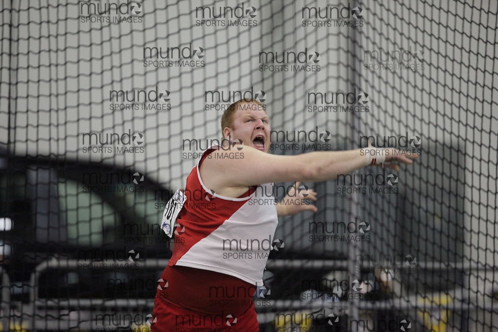 Windsor, Ontario ---14/03/09--- Dustin McCrank of  the University of Guelph competes in the shot put at the CIS track and field championships in Windsor, Ontario, March 14, 2009..GEOFF ROBINS Mundo Sport Images