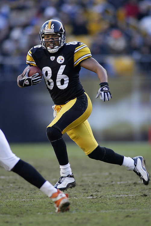Wide receiver Hines Ward of the Pittsburgh Steelers carries the ball after a catch during their 24-20 defeat to the Cincinnati Bengals on 11/30/2003. ©JC Ridley/NFL Photos.