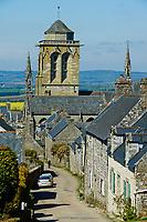 France, Finistère (29), Locronan, labellisé Les Plus Beaux Villages de France, église Saint-Ronan au bout de la rue du prieuré // France, Briitany, Finistere, Locronan, St Ronan church