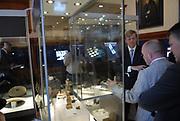 Z.K.H. Willem Alexander  de Prins van Oranje verricht de opening van het Geldmuseum te Utrecht . / Prince Willem Alexander opens the new money museum in Utrecht.<br /> <br /> Rondleiding door de &quot;schatkamer&quot;van het geldmuseum / Tour trough the &quot;treasure room&quot;of the moneymuseum.