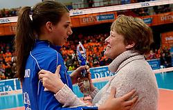 29-12-2013 VOLLEYBAL: DELA TROPHY UITREIKING INGRID VISSER AWARD: DEN BOSCH<br /> Volleybalkrant organiseerde de beste volleyballer en volleybalster 2013. De award die zij uitreikten kreeg een nieuwe naam - Ingrid Visser Award. De award, uitgereikt door de moeder van Ingrid Visser,  ging naar Robin de Kruijf. <br /> &copy;2013-FotoHoogendoorn.nl
