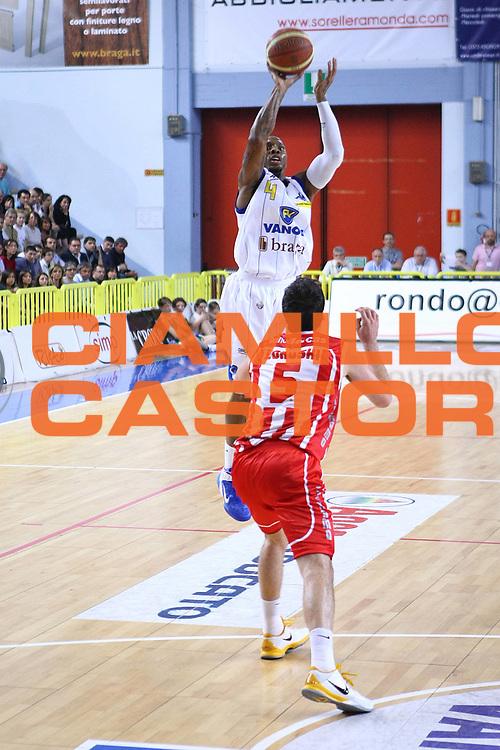 DESCRIZIONE : Cremona Lega A 2010-2011 Vanoli Braga Cremona Banca Tercas Teramo<br />GIOCATORE : Earl Jerrod Rowland<br />SQUADRA : Vanoli Braga Cremona<br />EVENTO : Campionato Lega A 2010-2011<br />GARA : Vanoli Braga Cremona Banca Tercas Teramo<br />DATA : 01/05/2011<br />CATEGORIA : Tiro<br />SPORT : Pallacanestro<br />AUTORE : Agenzia Ciamillo-Castoria/F.Zovadelli<br />GALLERIA : Lega Basket A 2010-2011<br />FOTONOTIZIA : Cremona Campionato Italiano Lega A 2010-11 Vanoli Braga Cremona Banca Tercas Teramo<br />PREDEFINITA :