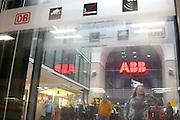 Mannheim. 07.10.14 Hauptbahnhof. GDL-Streik.<br /> <br /> Die Stimmung am Mannheimer Hauptbahnhof ist entspannt. Trotz der angek&uuml;ndigten Streiks, fahren vereinzelte ICE, S-Bahnen und G&uuml;terz&uuml;ge durch und vom Bahnhof ab. Der Gr&ouml;&szlig;te Teil der Zugverbindungen jedoch, f&auml;llt aus.<br /> <br /> Die Lokf&uuml;hrergewerkschaft macht wieder ernst. Nach zwei Warnstreiks l&auml;uft der erste regul&auml;re Streik bei der Bahn. Die Auswirkungen d&uuml;rften l&auml;nger dauern als der Ausstand selbst. <br /> Bei der Bahn hat am Abend ein bundesweiter Streik der Lokf&uuml;hrer begonnen. Der Ausstand war bis Mittwochmorgen um 6.00 Uhr geplant. Fern- und Regionalz&uuml;ge sollten ebenso stillstehen wie G&uuml;terz&uuml;ge und die S-Bahnen der Deutschen Bahn, k&uuml;ndigte die Gewerkschaft Deutscher Lokomotivf&uuml;hrer (GDL) an.<br /> <br /> Bild: Markus Pro&szlig;witz 07OCT14 / masterpress (Bild ist honorarpflichtig)