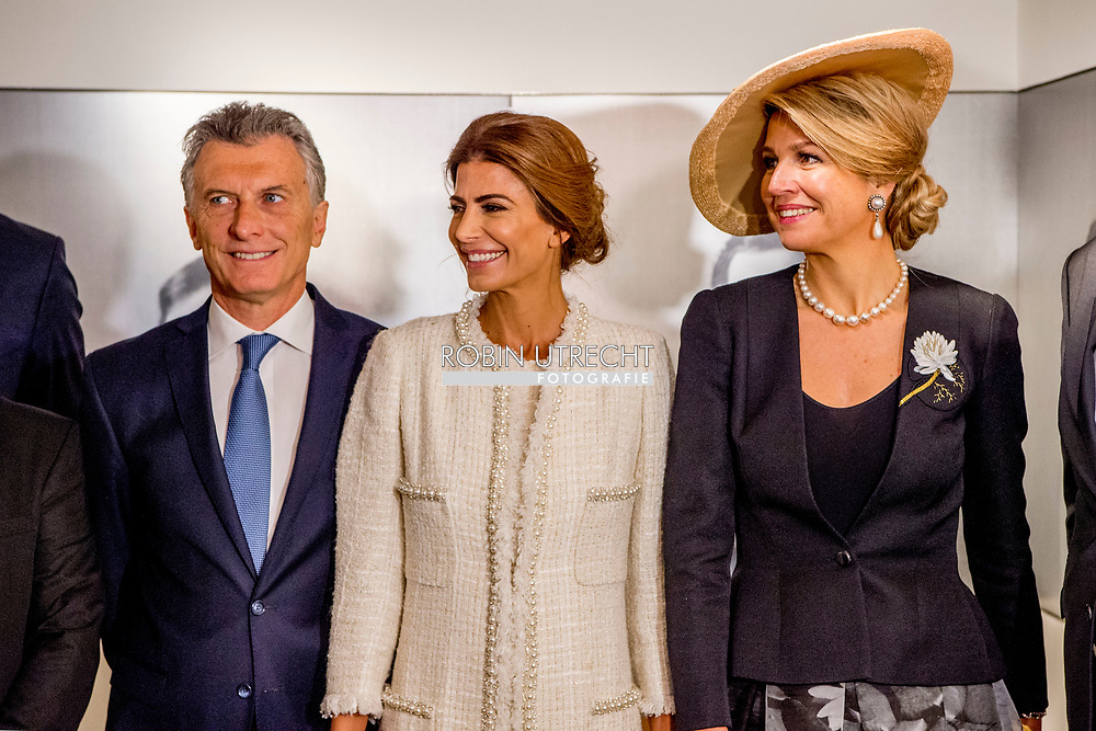 27-3-2017 AMSTERDAM- Visit to Anne Frank House by Queen Maxima, President Macri and Ms Awada. <br /> State visit 2 days to the Netherlands by President Mauricio Macri of the Argentine Republic and his wife Juliana Awada. COPYRIGHT ROBIN UTRECHT Staatsbezoek aan Nederland Anne frankhuis van president Mauricio Macrivan de Argentijnse Republiek vergezeld door zijn echtgenote Juliana Awada  staatsbezoek , koning , Willem , Alexander ,koningin Maxima ,staatsbanket , ontvangst ceremonie , Argentinie ,