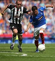 Fotball<br /> Skottland<br /> Foto: Colorsport/Digitalsport<br /> NORWAY ONLY<br /> <br /> Rangers v St Mirren<br /> Scottish Cup Semi Final<br /> Hampden Park<br /> Glasgow<br /> 25th April 2009<br /> <br /> Scott Cuthbert and Nach Novo (Rangers)