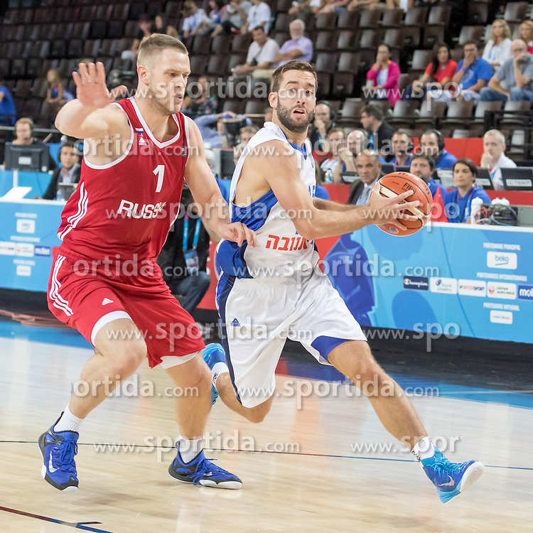 05.09.2015, Park Suites Arena, Montpellier, FRA, Eurobasket 2015, Israel vs Russland, Gruppe A, im Bild ANDREY ZUBKOV (1), YOGEV OHAYON (12) // during the FIBA Eurobasket 2015, group A match between Israel and Russia at the Park Suites Arena in Montpellier, France on 2015/09/05. EXPA Pictures &copy; 2015, PhotoCredit: EXPA/ Newspix/ Pawel Pietranik<br /> <br /> *****ATTENTION - for AUT, SLO, CRO, SRB, BIH, MAZ, TUR, SUI, SWE only*****