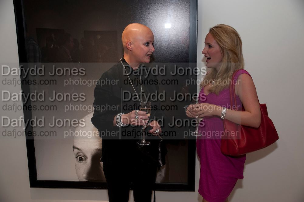 GAIL PORTER; KATIE BANKS, Hear the World Ambassadors Ð An Exhibition of Photography by Bryan Adams , The Saatchi Gallery. Sloane sq. London. 21 July 2009. Hear the World - an initiative by Phonak, aims to raise international awareness about hearing and hearing loss<br /> GAIL PORTER; KATIE BANKS, Hear the World Ambassadors ? An Exhibition of Photography by Bryan Adams , The Saatchi Gallery. Sloane sq. London. 21 July 2009. Hear the World - an initiative by Phonak, aims to raise international awareness about hearing and hearing loss