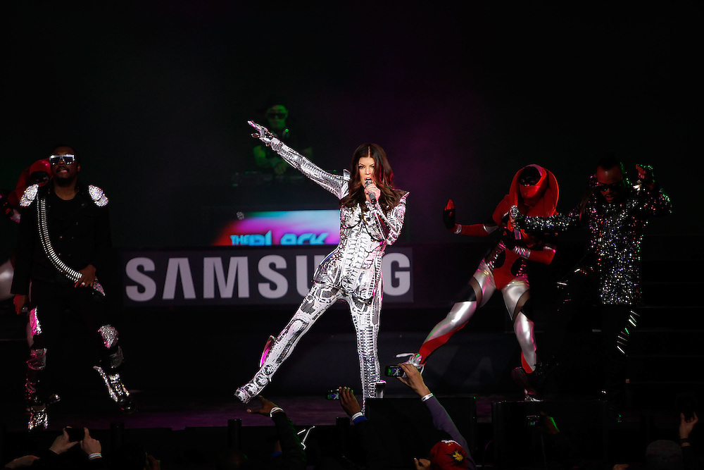 NEW YORK - MARCH 10:  The Black Eyed Peas perform live at the Samsung Times Square Concert with THE BLACK EYED PEAS at Times Square on March 10, 2010 in New York City.  (Photo by Joe Kohen/Getty Images for Samsung)