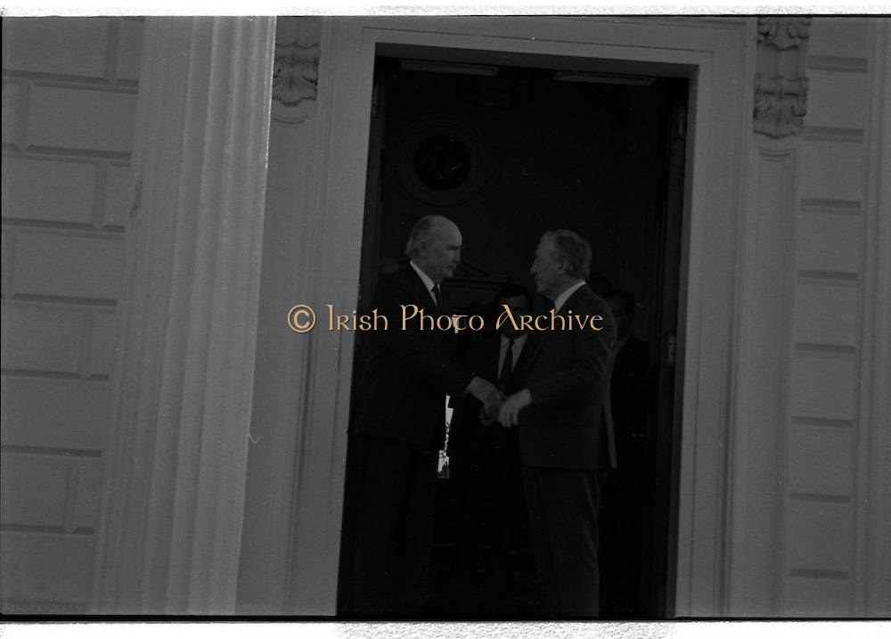 Dissolution Of The 25th Dáil.  (S4)..1989..25.05.1989..05.25.1989..25th May 1989..At the request of An Taoiseach,Mr Charles Haughey TD, President Patrick Hillery agreed to sign the order for the dissolution of the 25th Dáil. Fianna Fáil the outgoing government held the majority at 81 seats. This signing formally began the general election campaign for the 26th Dáil...Image shows President Hillery wishing Charles Haughey well in the forthcoming general election campaign.