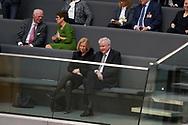 Johanna Wanka (CDU)  und  Horst Seehofer (CSU) bei der Wahl der Bundeskanzlerin im Bundestag in Berlin. / 14032018,DEU,Deutschland,Berlin
