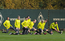 29.10.2010, Trainingsgelaende Werder Bremen, Bremen, GER, 1. FBL, Training Werder Bremen, im Bild Wesley (Bremen #5), Felix Wiedwald (Bremen #42), Sebastian Mielitz (Bremen #21), Hugo Almeida (Bremen #23), Petri Pasanen (Bremen #3), Marko Marin (Bremen #10), Philipp Bargfrede (Bremen #44) und Claudio Pizarro (Bremen #24) beim Aufwaermen   EXPA Pictures © 2010, PhotoCredit: EXPA/ nph/  Frisch+++++ ATTENTION - OUT OF GER +++++