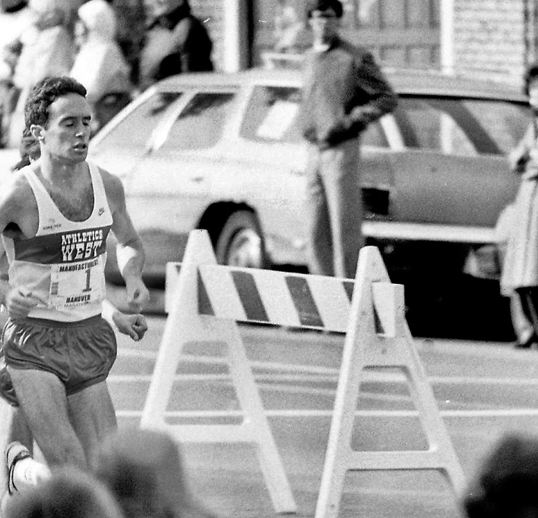 Alberto Salazar, winner of the 1982 NYC Marathon, passes the six mile mark on 4th Avenue in Brooklyn.