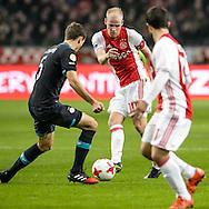 18-12-2016: Voetbal: Ajax v PSV: Amsterdam<br /> <br /> (L-R) Ajax speler Davy Klaassen in duel met PSV speler Daniel Schwaab tijdens het Eredivisie duel tussen Ajax en PSV op 18 december in De Arena tijdens speelronde 17<br /> <br /> Eredivisie - Seizoen 2016 / 2017<br /> <br /> Foto: Gertjan Kooij