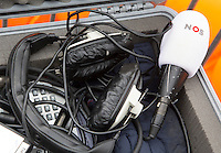 Bloemendaal - Hockey - NOS reporter bij de wedstrijd om de derde plaats  van de EHL tussen de mannen van Bloemendaal en Royal Daring (Belgie) 1-0.  COPYRIGHT KOEN SUYK