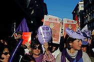 Roma 5 Dicembre 2009.No Berlusconi  Day.Manifestazione  per chiedere le dimissioni di Silvio Berlusconi e del suo Governo,la manifestazione è stata  organizzata dai blogger..Rome, December 5, 2009.No Berlusconi Day.Demonstrations  to demand the resignation of Silvio Berlusconi and Berlusconi's government, the event was organized by bloggers