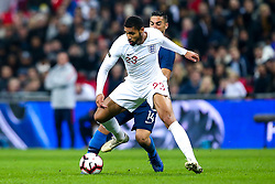 Ruben Loftus-Cheek of England takes on Jorge Villafana of USA - Mandatory by-line: Robbie Stephenson/JMP - 15/11/2018 - FOOTBALL - Wembley Stadium - London, England - England v United States of America - International Friendly