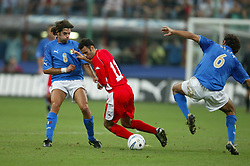 MILAN, ITALY - Saturday, September 6, 2003: Wales' Ryan Giggs in between Italy's Alessandro Del Piero (l) and Alessandro Nesta during the Euro 2004 qualifying match at the San Siro Stadium. (Pic by David Rawcliffe/Propaganda)