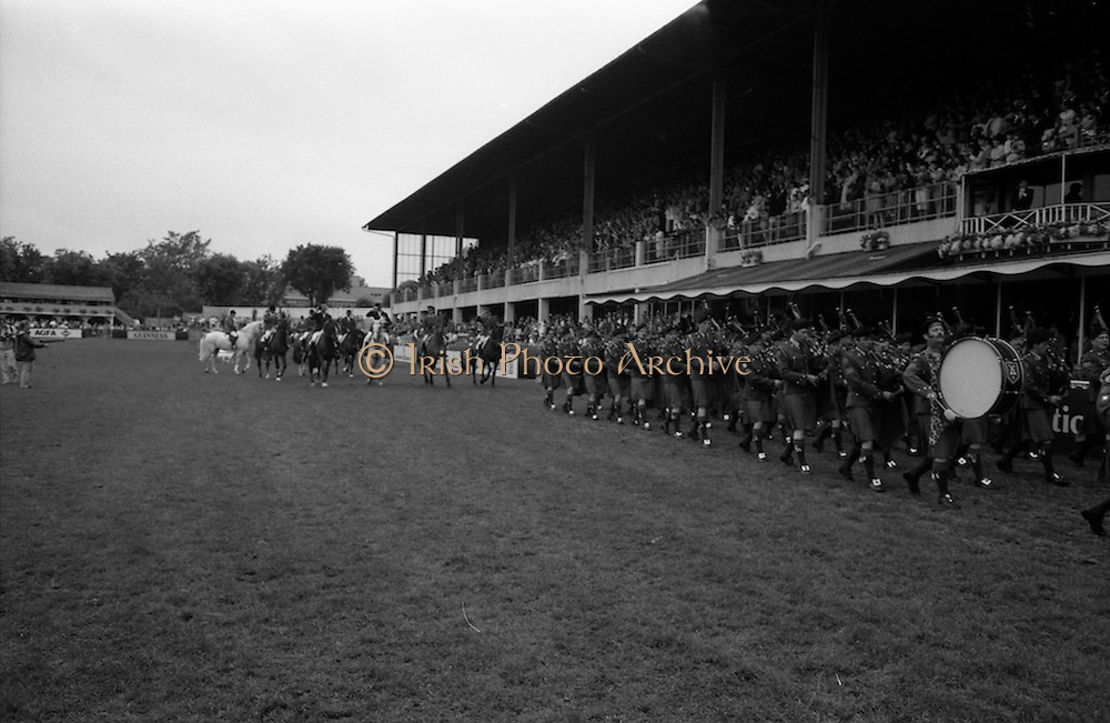 07/08/1987<br /> 08/07/1987<br /> 07 August 1987<br /> Bank of Irelands Nations Cup for the Aga Khan trophy competition at the Dublin Horse Show at the RDS, Dublin. The winning Irish team parade after their victory.
