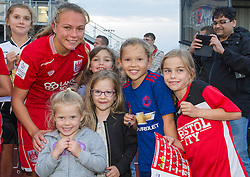 Claire Emslie of Bristol City Women poses with young fans - Mandatory by-line: Paul Knight/JMP - 24/09/2016 - FOOTBALL - Stoke Gifford Stadium - Bristol, England - Bristol City Women v Durham Ladies - FA Women's Super League 2