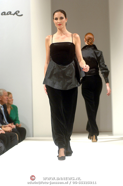 NLD/Amsterdam/20060911 - Modeshow Frans Molenaar winter 2006,