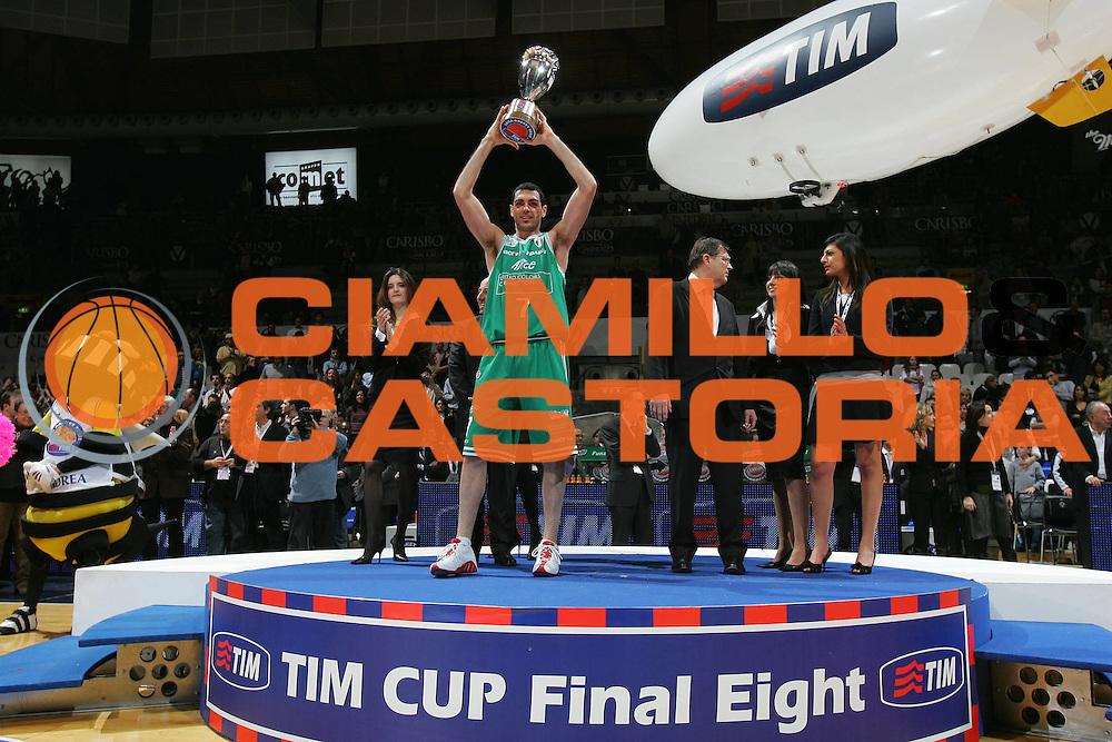 DESCRIZIONE : Bologna Coppa Italia 2006-07 Finale VidiVici Virtus Bologna Benetton Treviso <br /> GIOCATORE : Soragna Coppa <br /> SQUADRA : Benetton Treviso <br /> EVENTO : Campionato Lega A1 2006-2007 Tim Cup Final Eight Coppa Italia Finale <br /> GARA : VidiVici Virtus Bologna Benetton Treviso <br /> DATA : 11/02/2007 <br /> CATEGORIA : Esultanza <br /> SPORT : Pallacanestro <br /> AUTORE : Agenzia Ciamillo-Castoria/S.Silvestri