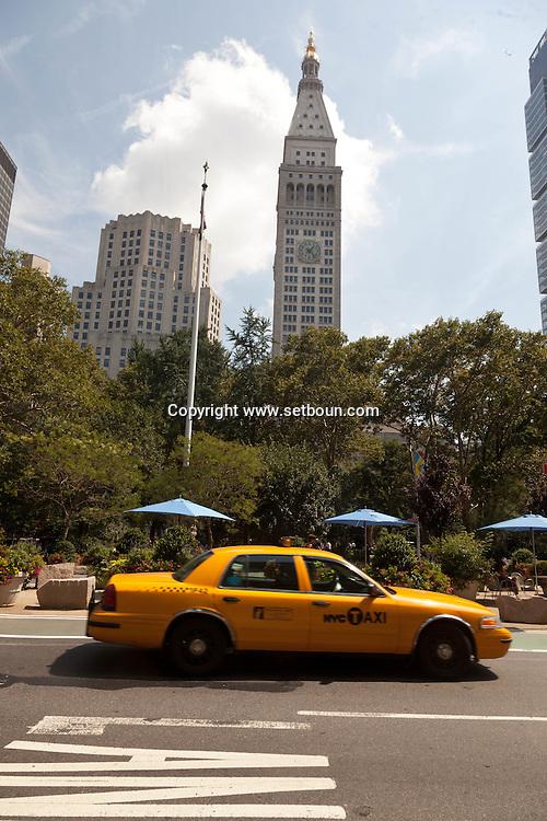New York.  fifth avenue and 23rd street, New York - United States  / la cinquieme avenue et la 23em rue   New York - Etats unis