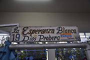 El Mercado de Mariscos está localizado en la Avenida Balboa en la entrada al barrio San Felipe. Fue creado por la Alcaldía de Panamá con la ayuda de la Agencia de Cooperación Técnica de Japón con propósito albergar en un solo lugar a los vendedores de productos del mar y así cumplir con las normas sanitarias exigidas internacionalmente. También es ventajoso para los compradores, porque el precio esta siempre mejor que en el supermercado.©Victoria Murillo/Istmophoto.com