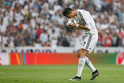13.05.2015, Estadio Santiago Bernabeu, Madrid, ESP, UEFA CL, Real Madrid vs Juventus Turin, Halbfinale, R&uuml;ckspiel, im Bild Real Madrid&acute;s Cristiano Ronaldo kisses the ball before a penalty kick // during the UEFA Champions League semi finals 2nd Leg match between Real Madrid CF and Juventus FC at the Estadio Santiago Bernabeu in Madrid, Spain on 2015/05/13. EXPA Pictures &copy; 2015, PhotoCredit: EXPA/ Alterphotos/ Victor Blanco<br /> <br /> *****ATTENTION - OUT of ESP, SUI*****