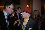 Andrew Barrow and George Melly, Maggi Hambling The Works, and Conversations with ?Andrew Lambirth. the Polish Club. 18 January 2006.  ONE TIME USE ONLY - DO NOT ARCHIVE  © Copyright Photograph by Dafydd Jones 66 Stockwell Park Rd. London SW9 0DA Tel 020 7733 0108 www.dafjones.com