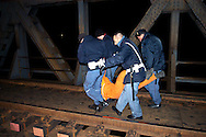 Torino 14 Febbraio 2005.Attivisti di Greenpeace vengono   fermati dalla polizia dopo che hanno  Bloccato la linea ferroviaria sul ponte che attraversa il torrente Malone, per impedire il transito del convoglio ferroviario, con le scorie radiottive, diretto in Inghilterra..Turin, February 14, 2005.Greenpeace activists are arrested by police after they blocked the railroad bridge that crosses the river Malone for  prevent the transit of the train with the slag radiottive, direct in England.