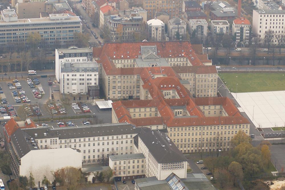 07 NOV 2002, BERLIN/GERMANY:<br /> Luftaufnahme, Bundesministerium der Verteidigung, Bendlerblock, Stauffenbergstrasse<br /> IMAGE: 20021107-02-005<br /> KEYWORDS: BMVg