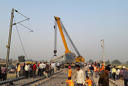 November 20, 2016 - Kanpur: A crain lift coaches of the Indore-Patna express derailed, killing around 90 people and injuring 150, in Kanpur Dehat on 20-11-2016. photo by prabhat kumar verma (Credit Image: © Prabhat Kumar Verma via ZUMA Wire)